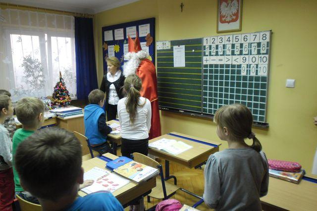 Zdjęcia z galerii fotografii Mikołajki w klasie I A i II szkoły podstawowej
