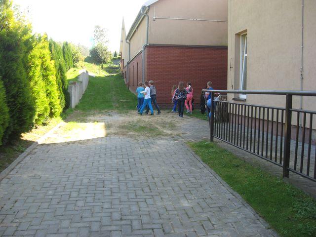 Zdjęcia z galerii fotografii Wielkie porządki czyli uczniowie klasy IV Sprzątają Świat!!!